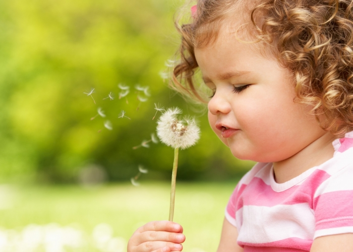 People___Children___The_child_blows_on_a_dandelion_053646_